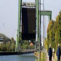 Vertical Lift Gate Manufacturers