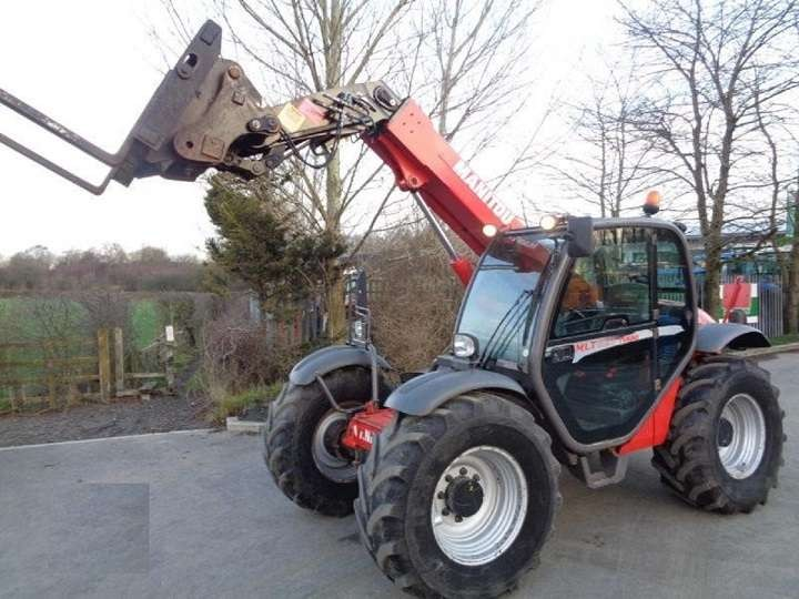 2011 MANITOU MLT627 Tractors