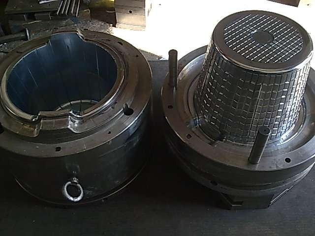 Laundry basket mould